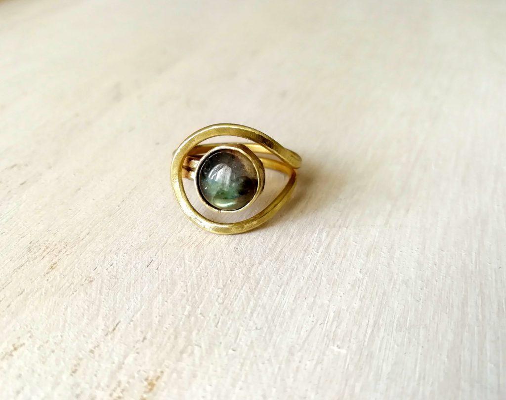 anello in ottone con pietra labradorite