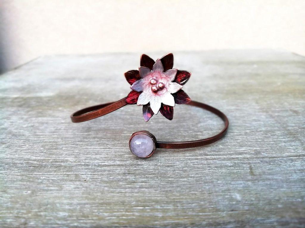 bracciale con fiore di loro rosa