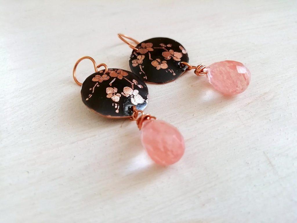 orecchini rosa con orchidee